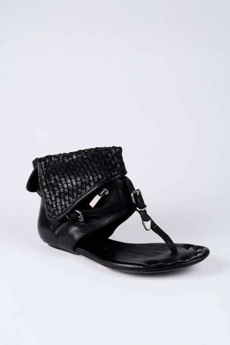 f45949df3d2884 Black Dolce Vita Sandals - Ankle Cuff Sandals - Black T Strap ...