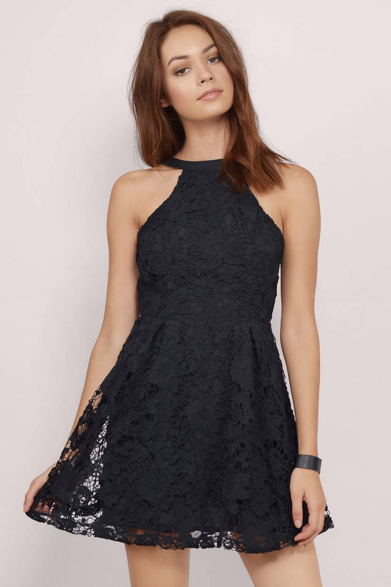 Women skater dresses are reminiscent of the dresses worn by figure skaters. Women all over the world have always had a special fascination for these dresses. These are charming, stylish, naughty and elegant at the same time.