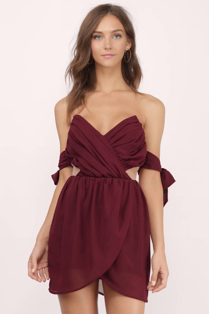 You'll fall in love with the BB Dakota Devin Burgundy Shift Dress and its lightweight construction, bateau neckline, three-quarter sleeves and subtle high-low hem.