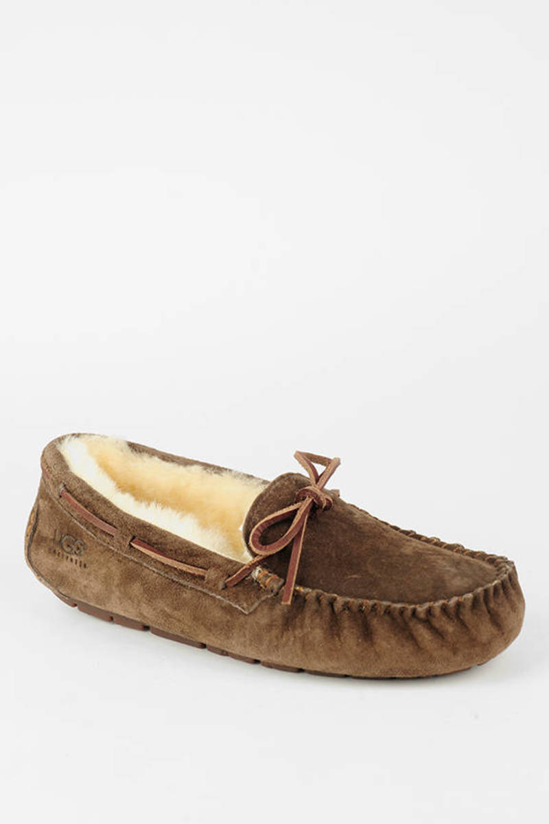 7ec514b8953 Dakota Sheepskin Moccasin Slippers