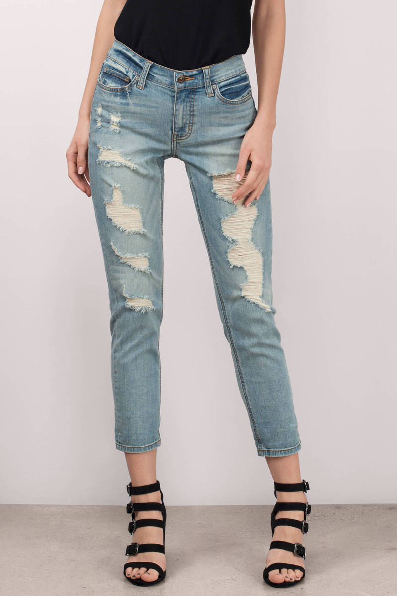 Catch Between Light Wash Distressed Cropped Boyfriend Jeans