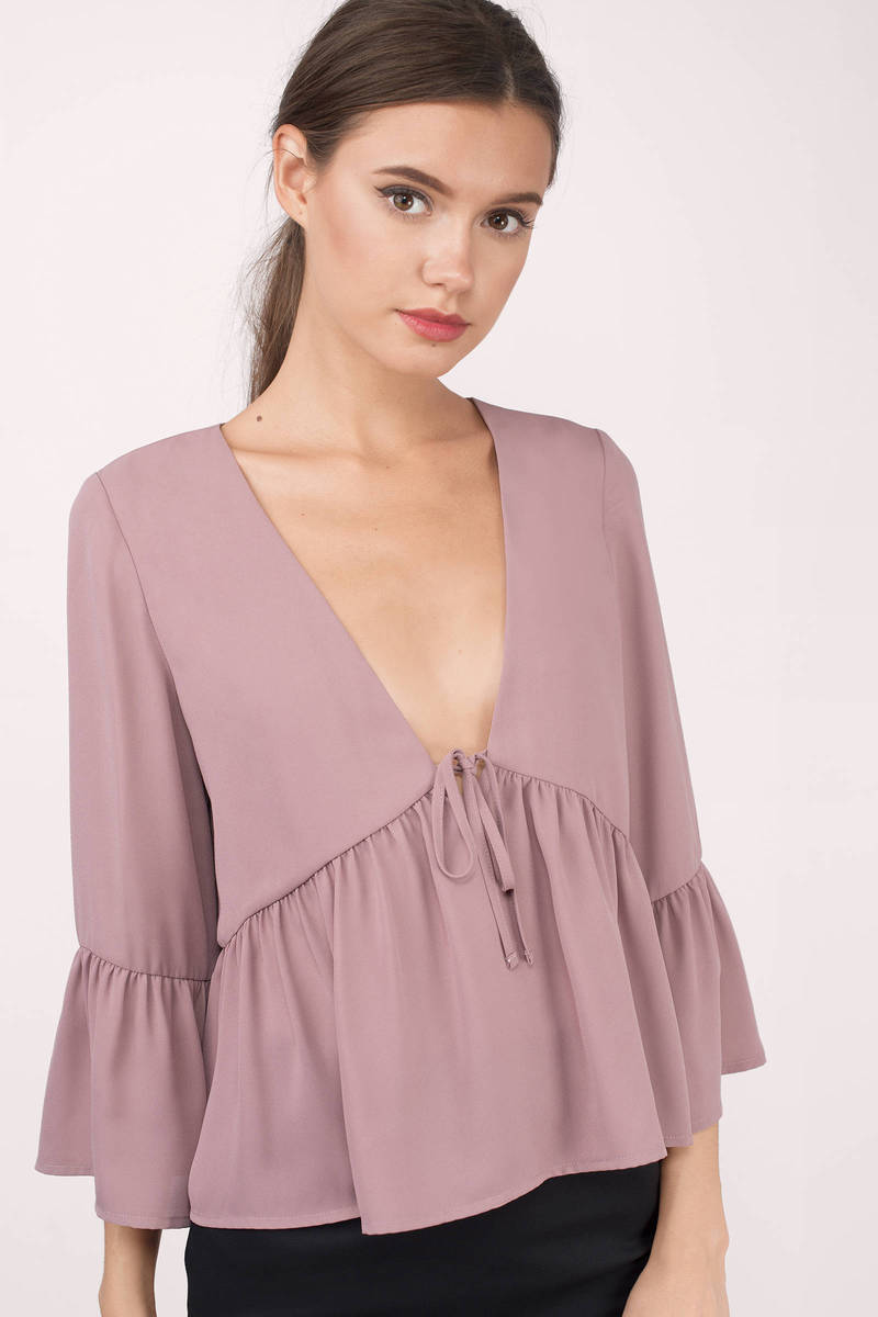 Women's tops and blouses come in all different designs, including off-the-shoulder, tunic, babydoll, sleeveless, and Oxford. Ribbons, embroidery, metallic accents, and graphic designs are some of the embellishments that can adorn different blouses.