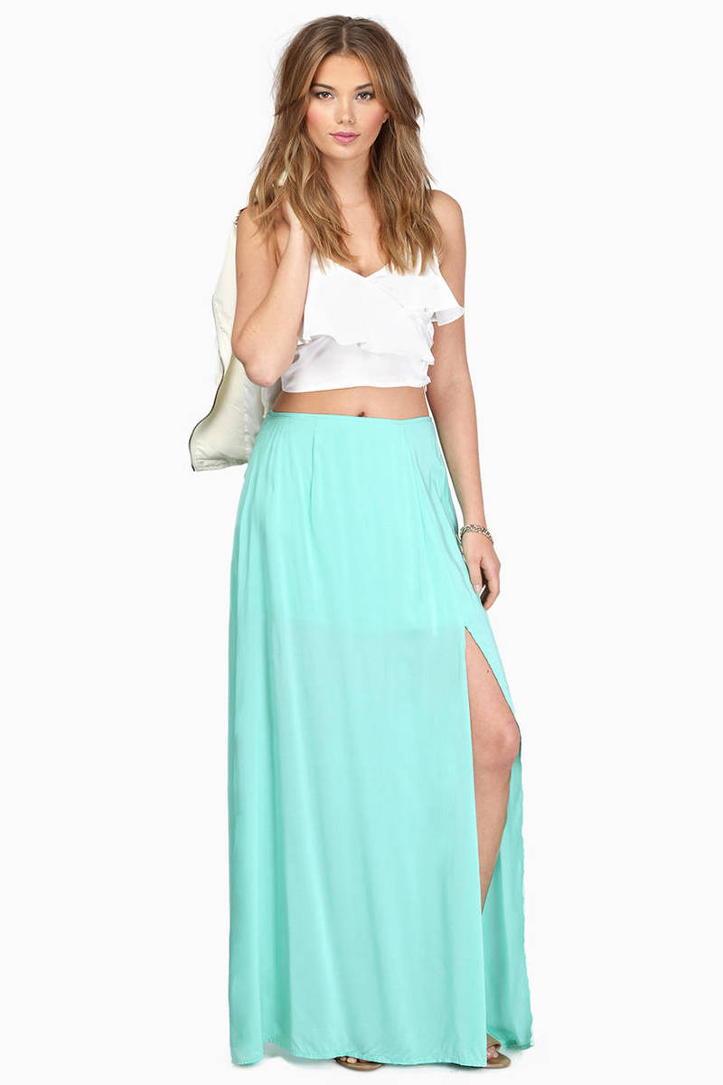 Change up your look this season with our stunning long skirt. Featurning a long side slit down both sides of the item creating a front panel, a maxi length, elasticated waist band and made from a soft.