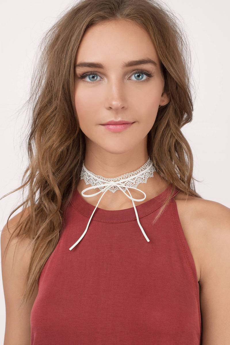 Roxana White Choker Set