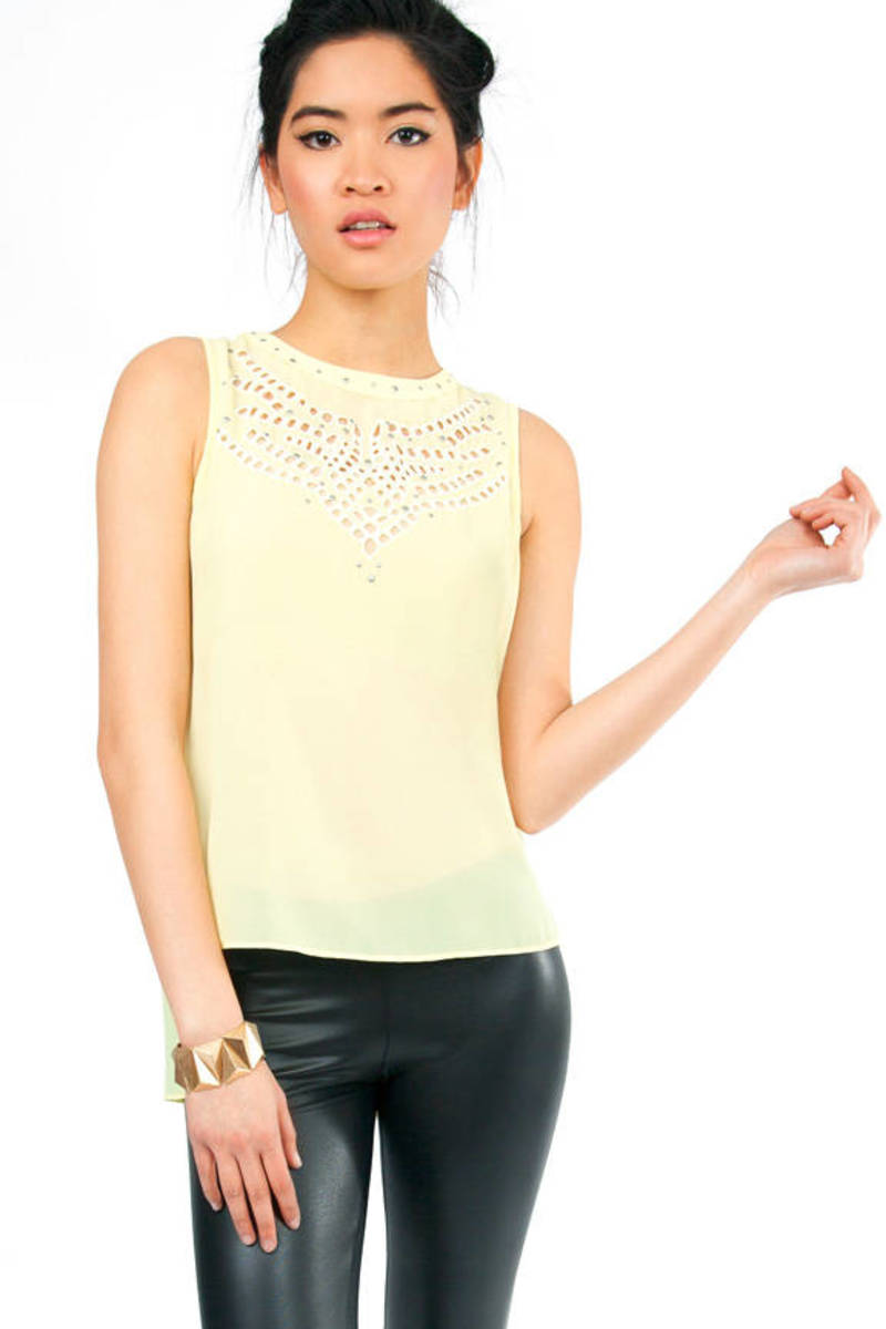 Front to Pattern Sleeveless Blouse