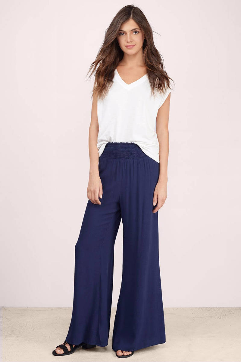 Image: coolvloadx4.ga Palazzo pants tend to be extremely casual, or extremely dressy -- as in, evening-wear dressy. They're extremely wide and flowing, instead of neat and tailored like wide-legged pants you might wear to the office.
