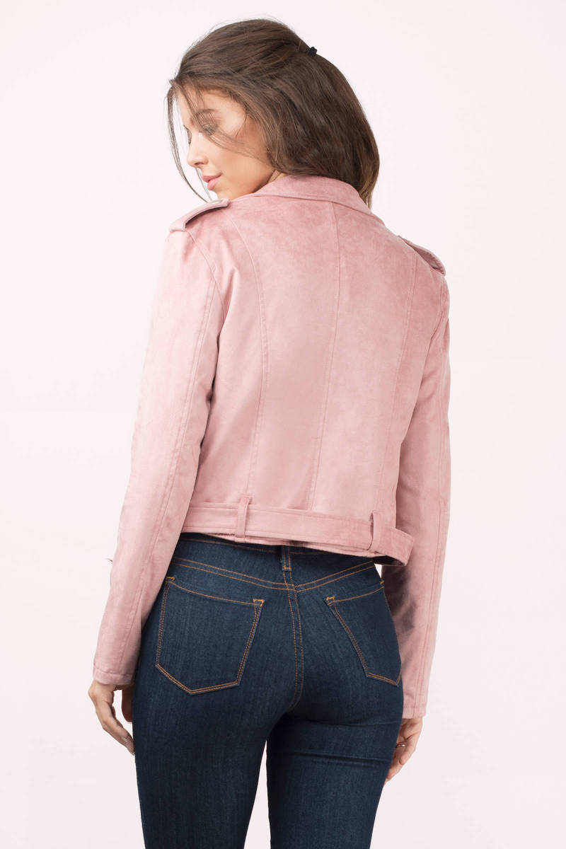 Here at Express, we offer a variety of women's faux leather jackets for you to look effortlessly cool and fashionable. One of the best things about minus the leather jackets is that they are perfect for anyone with any style to wear.