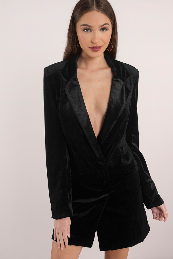Fix up and look fierce in a super sexy and totally chic tailored tuxedo dress from Missguided this season. In a wide range of killer styles from the blazer look to the buttoned up tux dress, there is something for all your wardrobe needs.