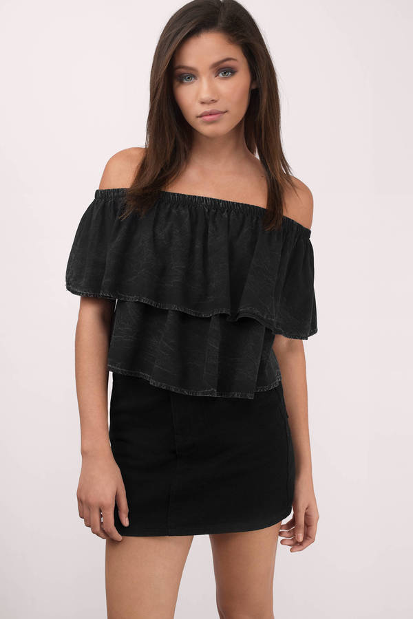 From the runway to real life, off-the-shoulder tops have easily been the biggest trend of Now you can take to fall with these printed, black, and white, renditions. Give cooler temps the cold shoulder .