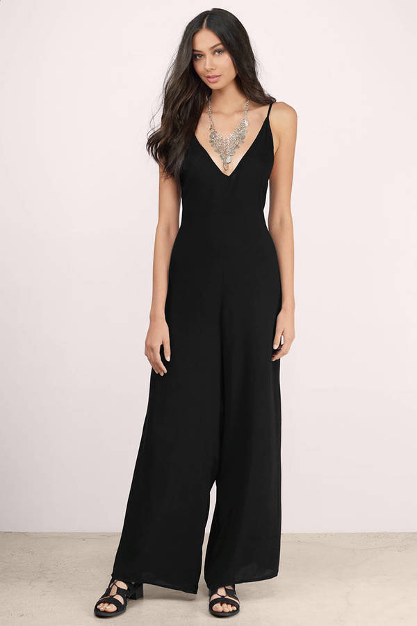 The long-sleeve jumpsuit showcases a simple yet chic silhouette with a flattering tie waist. The flowy, lightweight construction makes this chic black jumpsuit perfect for a day-to-night look — slip into some sneakers while running errands during the day then opt for a pair of sleek heels for date night or a party.