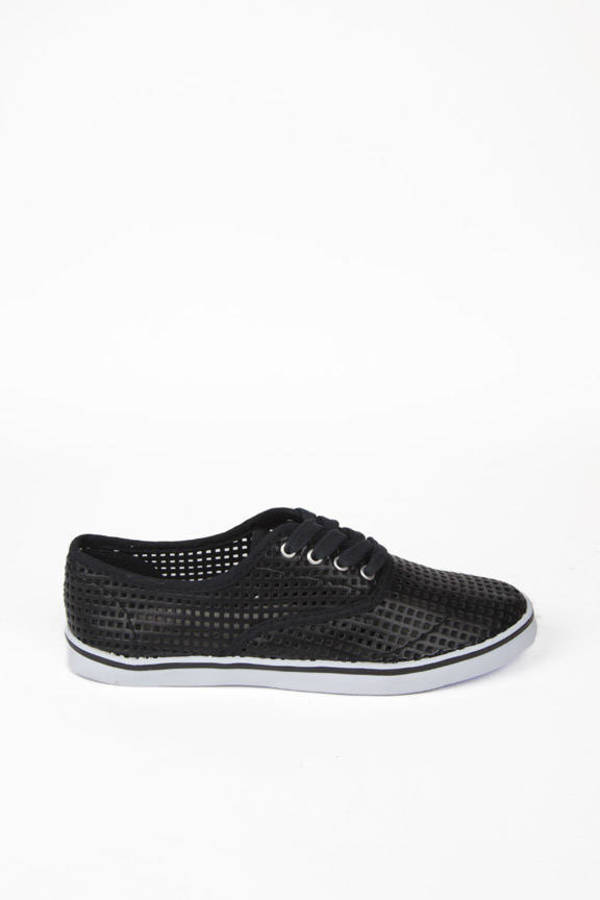 Weaving Tennis Shoes