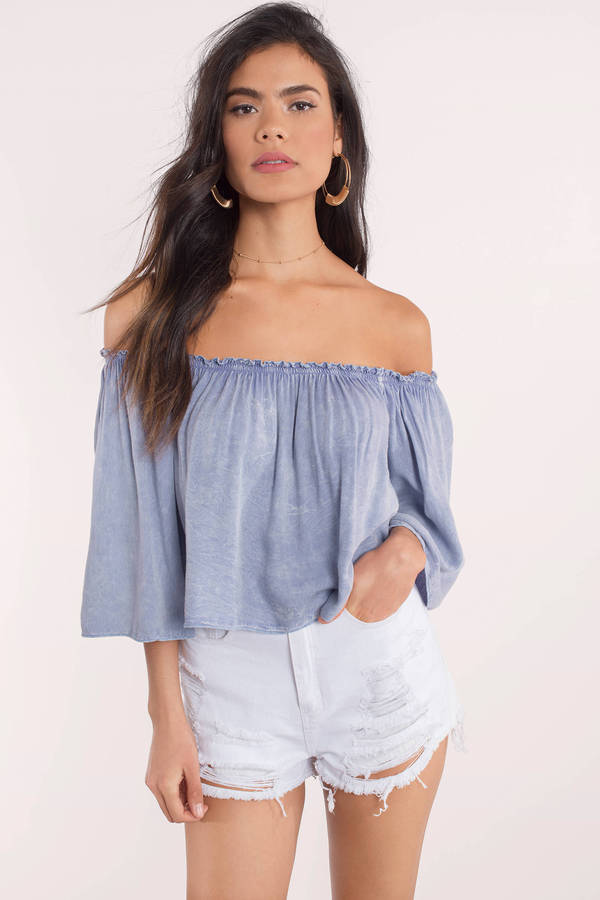 Cream of the Cropped Top Love cropped tops? Get a little flirtier with a cropped, off-the-shoulder design. GUESS helps you take the guesswork out of your outfit with simple tops in a solid color or an allover print. It goes great with your favorite skirt or shorts.