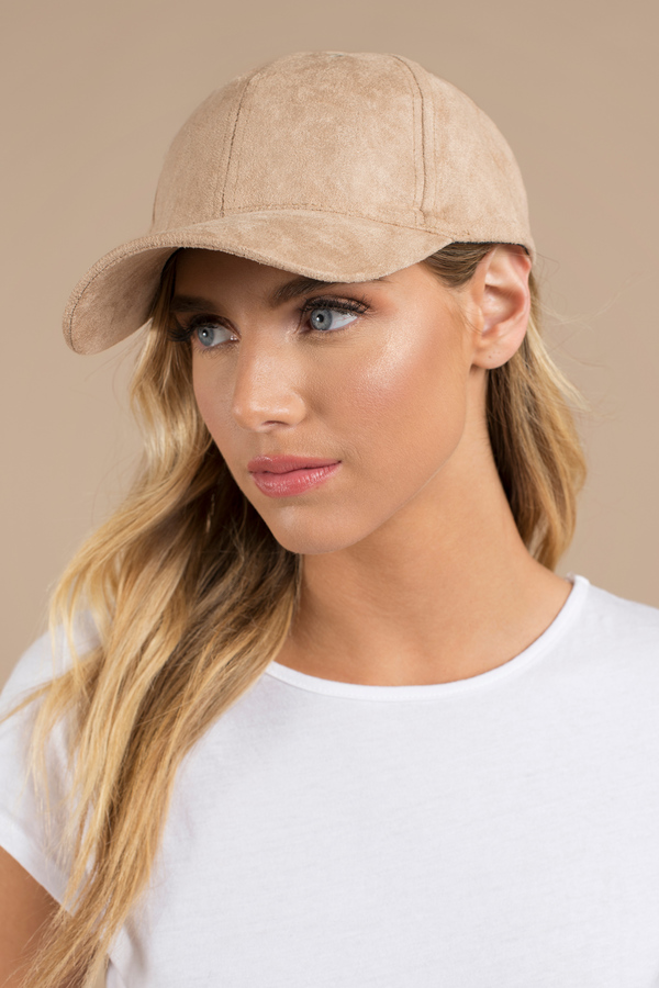 1d833bcfaae What are hats that suit all outfits and offer sun protection ...