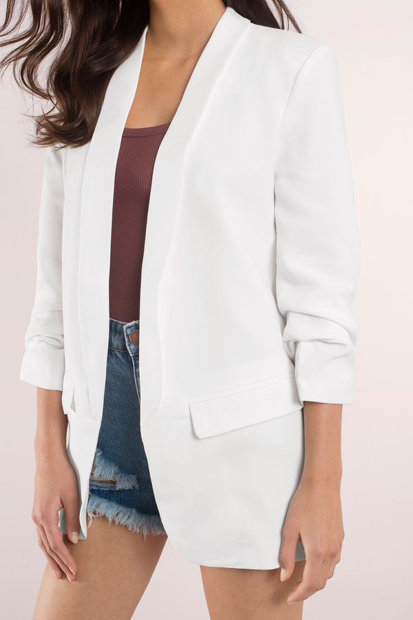 When you plan to buy a white blazer with black lapel, you will have to take care about the money you spend on it. If you are an economical person, then your choices needs to be cost-effective as well.