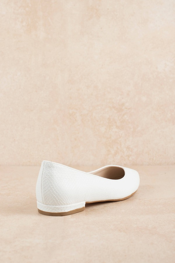 92ddff4e1 White Chinese Laundry Flats - Snake Print Flats - White Pointed ...