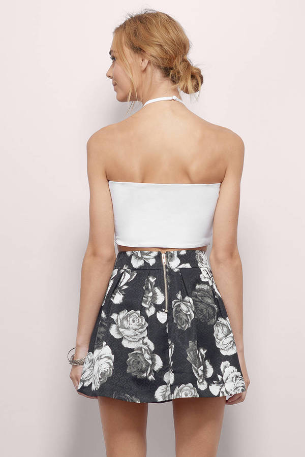 White House Black Market offers dresses for women in a variety of fabrics & colors. Shop additional styles of women's skirts, maxis & jumpsuits.
