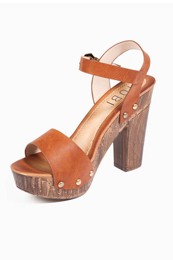 Showoff Platform Sandals