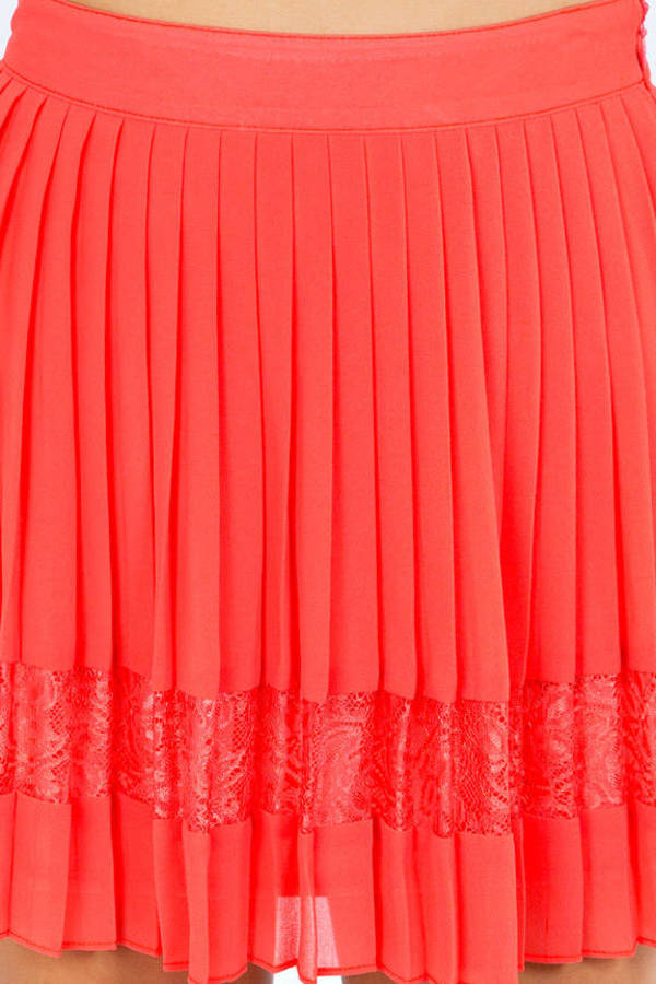 Lace Between Pleated Skirt